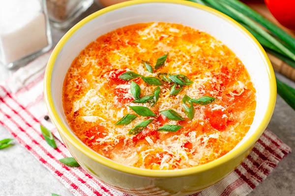 Cách nấu canh cà chua trứng không tanh, nhanh, hấp dẫn